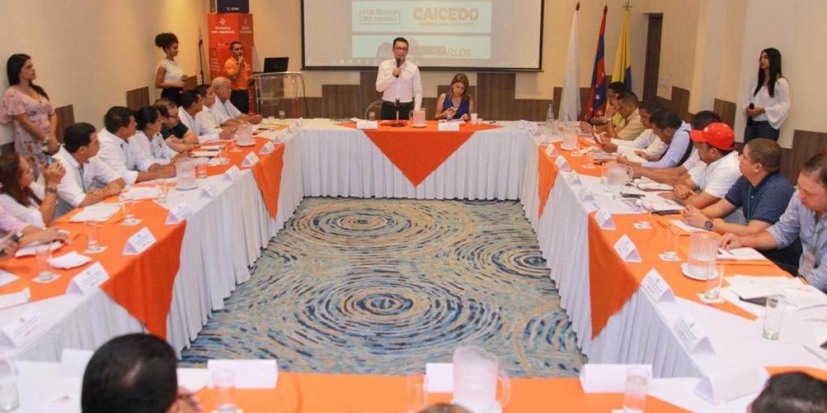En el primer acercamiento con los mandatarios de los municipios, Caicedo los invitó a trabajar en equipo.