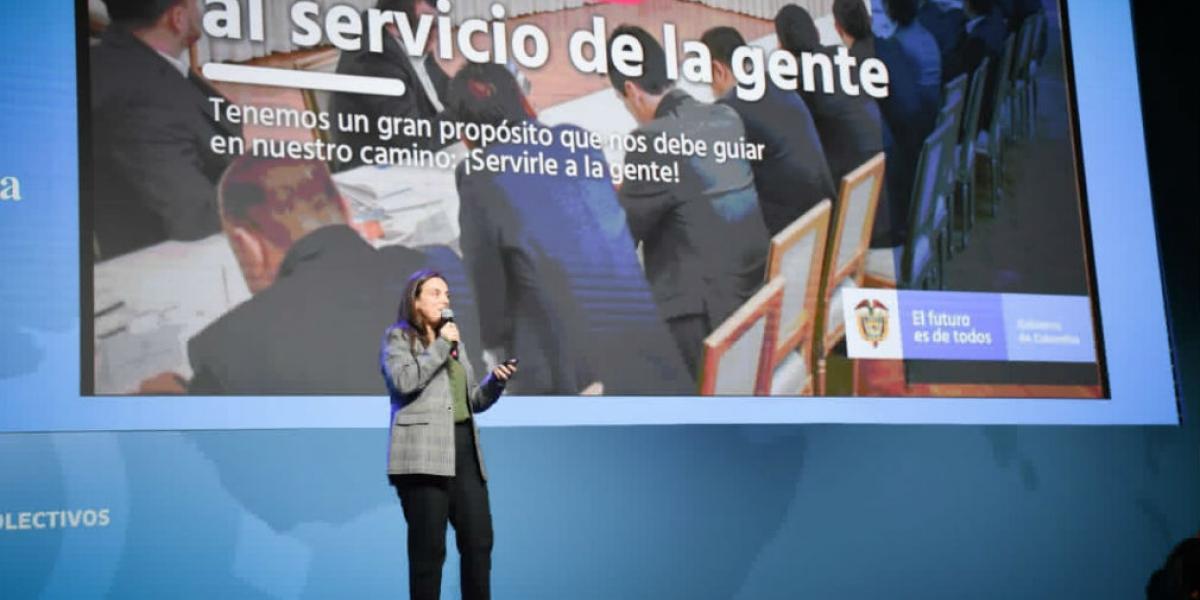"""""""Soñemos en grande y hagamos que Colombia se convierta en un país ejemplo de emprendimiento, equidad y legalidad"""": Karen Abudinen."""