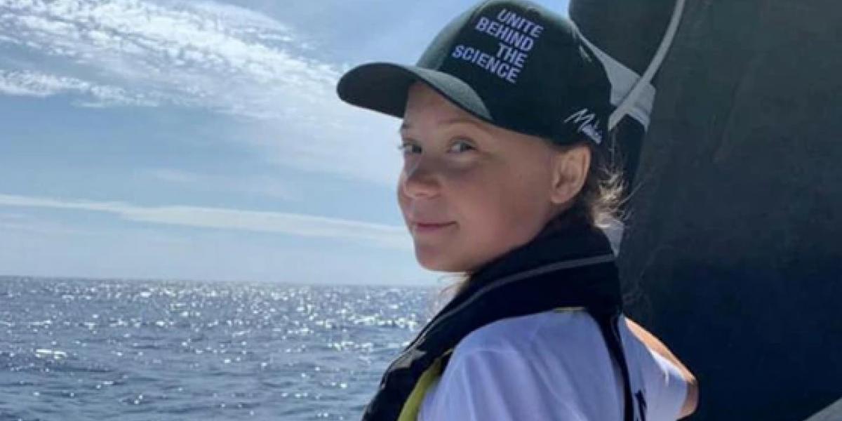 Greta Thunberg, a bordo del barco que la traslada a Portugal