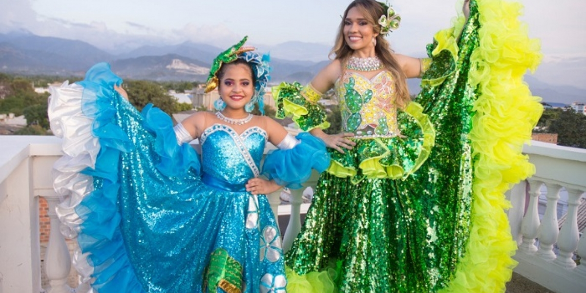 Keily Dayanna Gordillo Blanco, reina central; y Harleg Vanesa Munive Urieles, reina infantil.