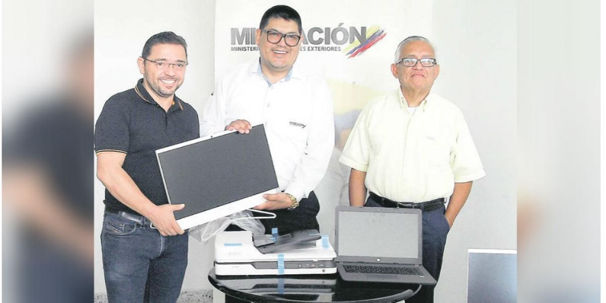 La Alcaldía le ha entregado equipos tecnológicos a Migración Colombia para mejorar sus capacidades.