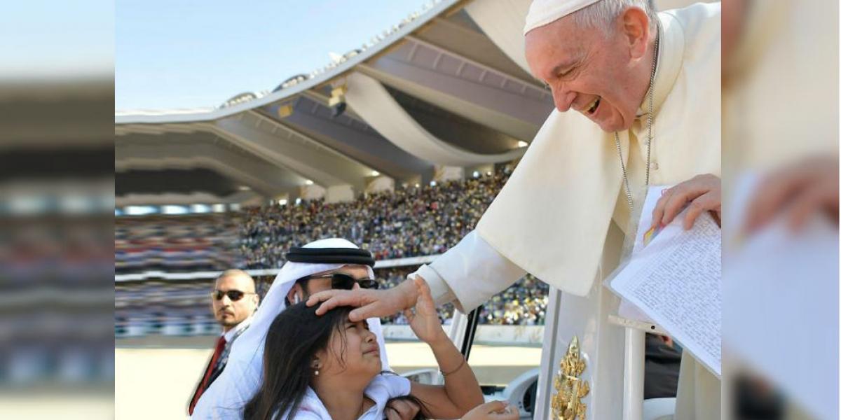 Gabriela, la niña colombiana que burlo la seguridad del Papa
