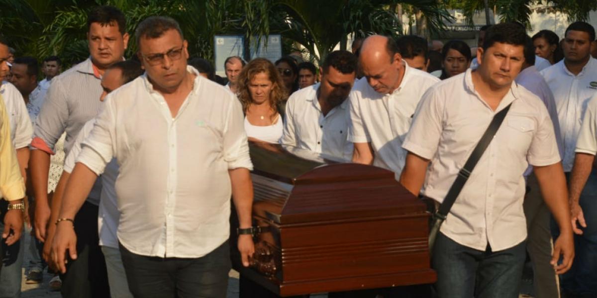 Sepelio de Juan Carlos Pedrozo, funcionario de Daabon que habría sido asesinado por sicario de 'Los Pachenca'.