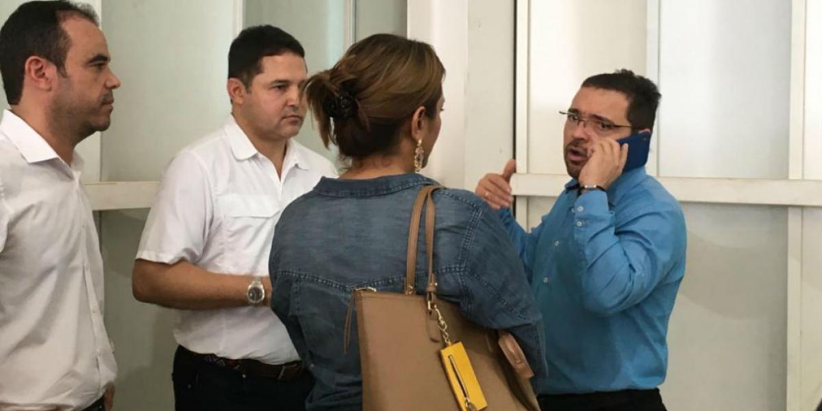El alcalde Rafael Martínez reunido con el senador Honorio Henríquez.