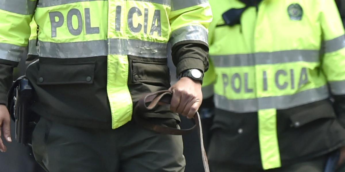 Policías señalados de hurto en Medellín