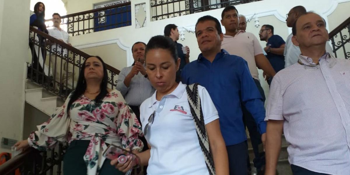 Los diputados y el personal que se encontraba en las instalaciones tuvieron que ser evacuados.