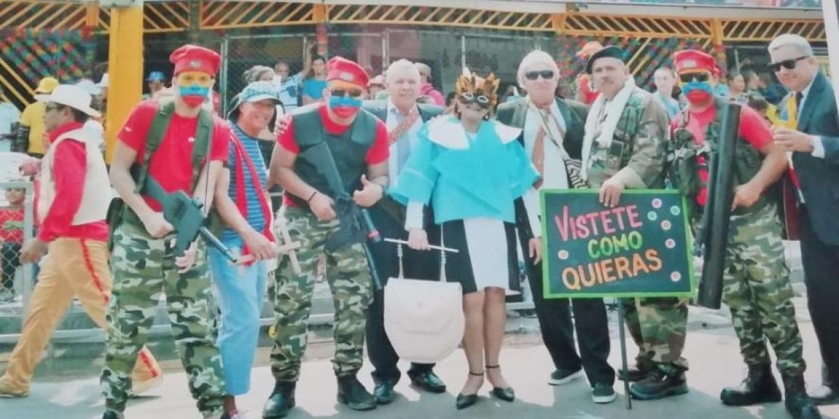 f23fe309d7 Mujer recibe amenazas e insultos por disfraz de Primera Dama en carnaval de  Barranquilla