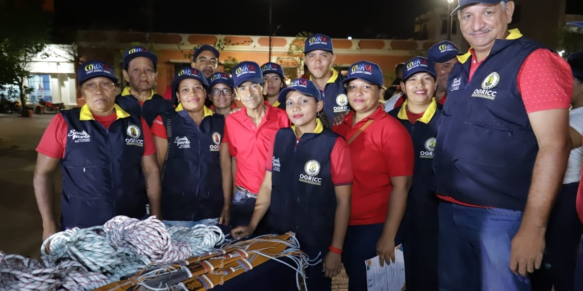 Condecoran a 20 voluntarios barriales de Santa Marta