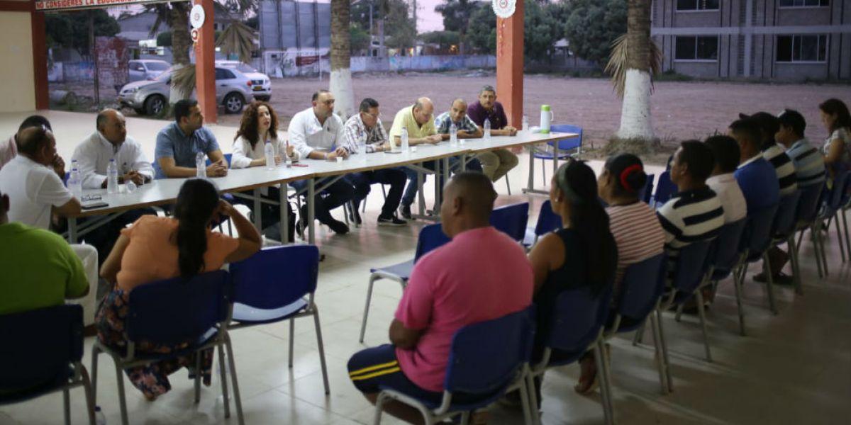 Reunión entre representantes de MinEducación, Gobernación, Contratista y empleados de la institución.