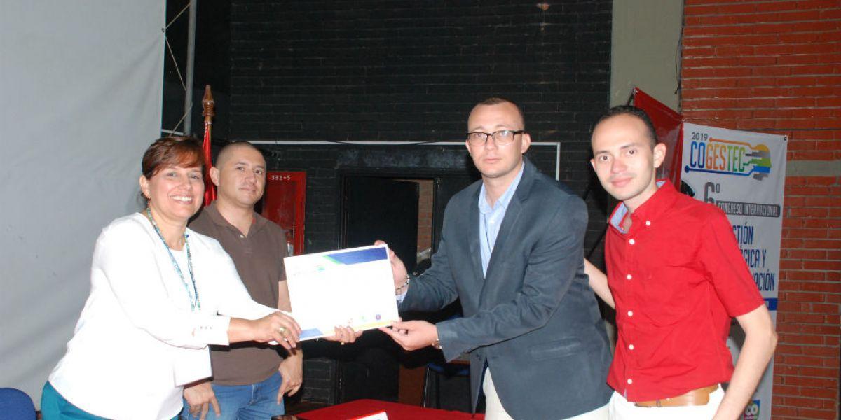 Momentos de la entrega del reconocimiento en Cogestec 2019 entregado a miembros de Unimagdalena.