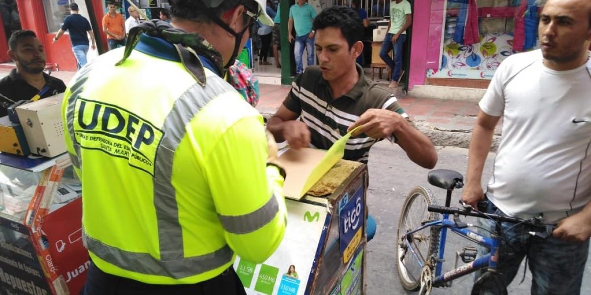 Los miembros de la Udep hacen operativos contra las ventas informales y la ocupación del espacio público.