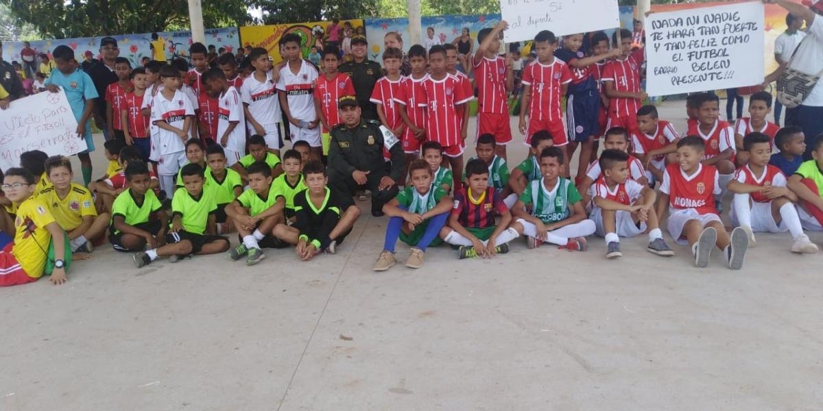 Participantes del campeonato de fútbol 'Juntos por la niñez'