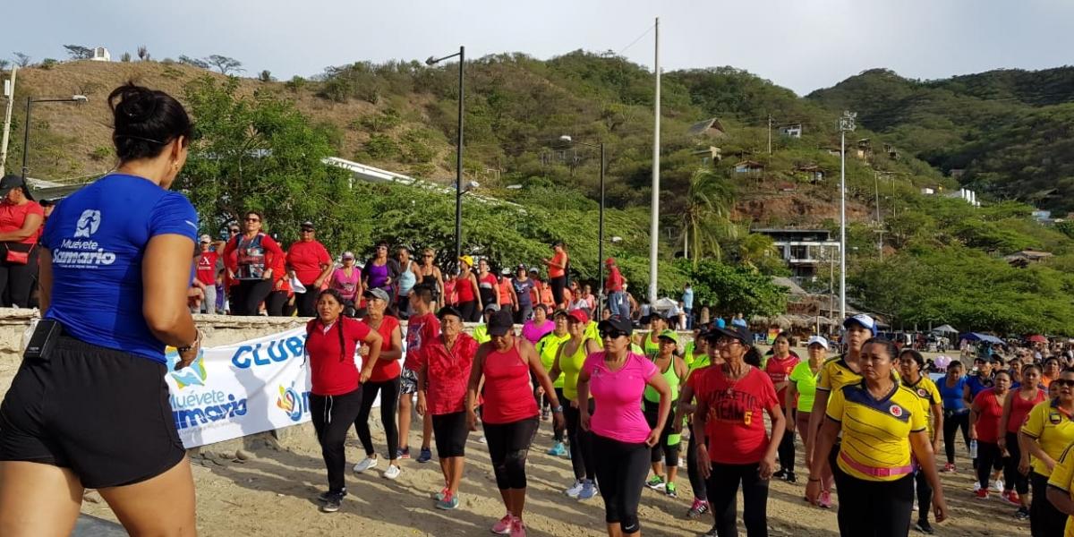 La programación recreodeportiva prevé la aerorumba, la cual establece maratones de aeróbicos en las diferentes playas y balnearios de Santa Marta.