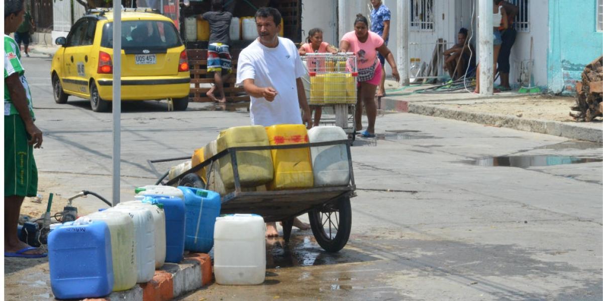 En el barrio Pradito se abastecen con pozos artesanales y pimpinas.