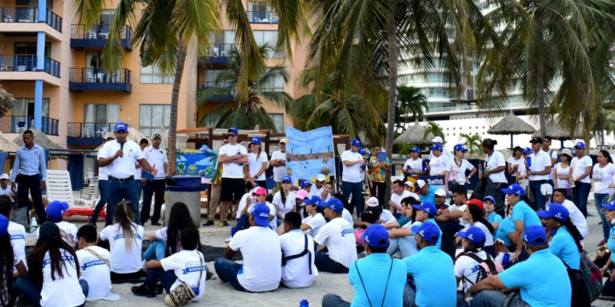 Playaton y caminata ambiental, organizada por el Zuana