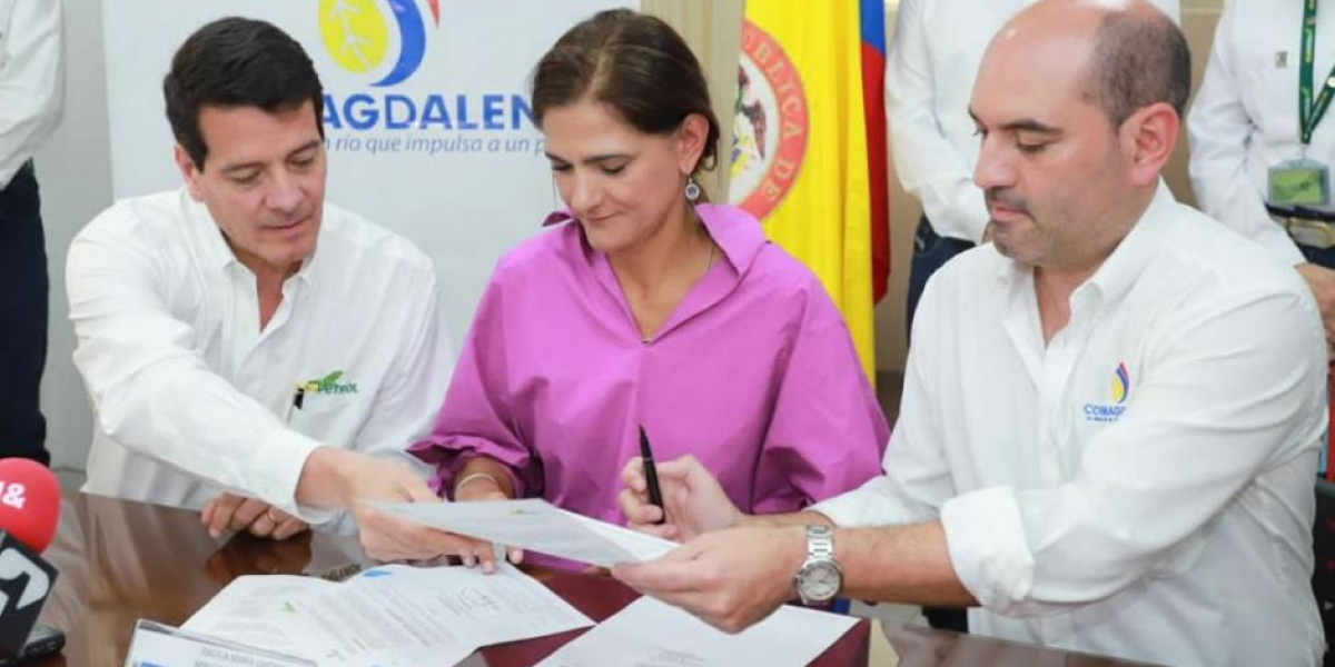 Firma del convenio entre Ecopetrol y Cormagdalena