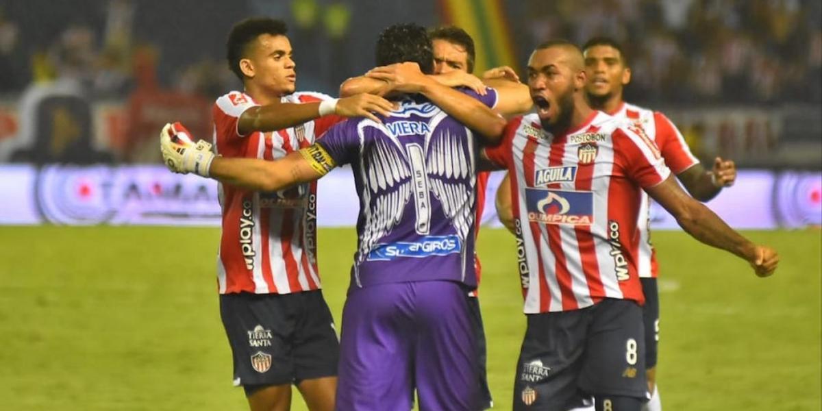 Jugadores del Junior celebrando el golazo del empate con Sebastián Viera.