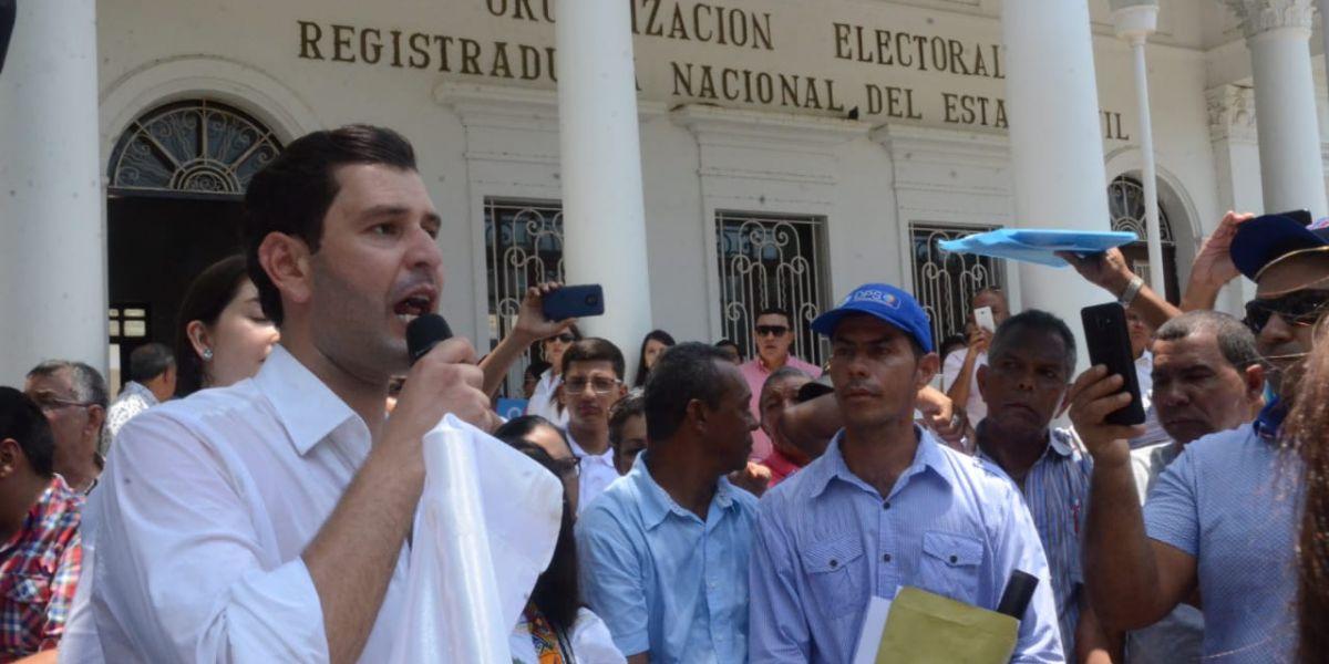 El precandidato inscribió este martes su movimiento a las aspiraciones de la Gobernación.