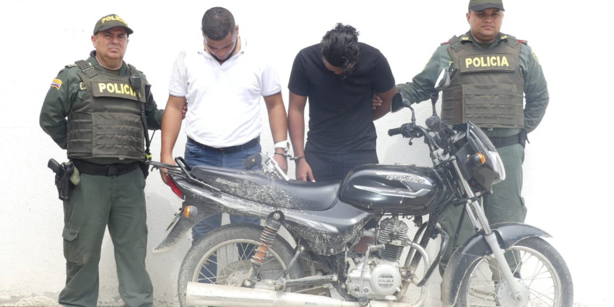Hermanos capturados portando arma de fuego sin documentos