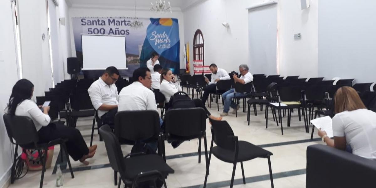 Los secretarios de la Alcaldía permanecen en el salón Blanco en huelga de hambre.