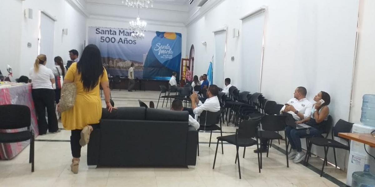 Así está el panorama en el salón blanco de la Alcaldía de Santa Marta.