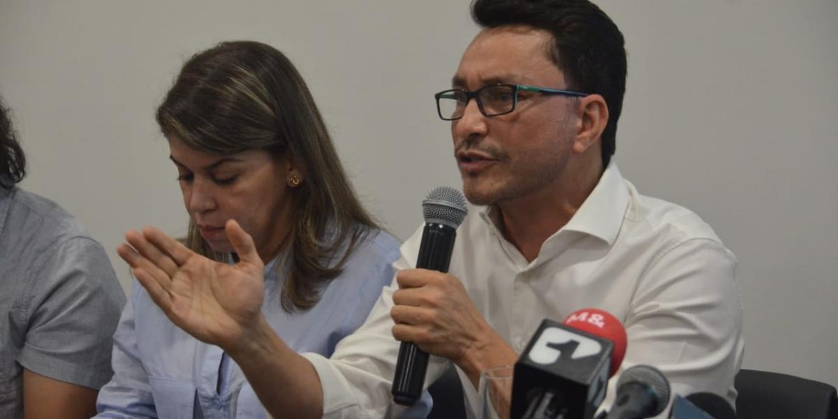 Carlos Caicedo, precandidato a la Gobernación, al lado de Virna Johnson, precandidata a la Alcaldía de Santa Marta.