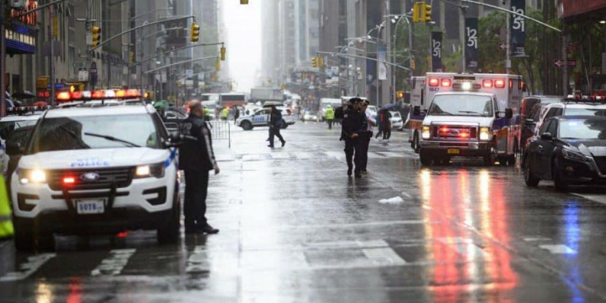 Helicoptero choca en la azotea de rascacielos en Nueva York