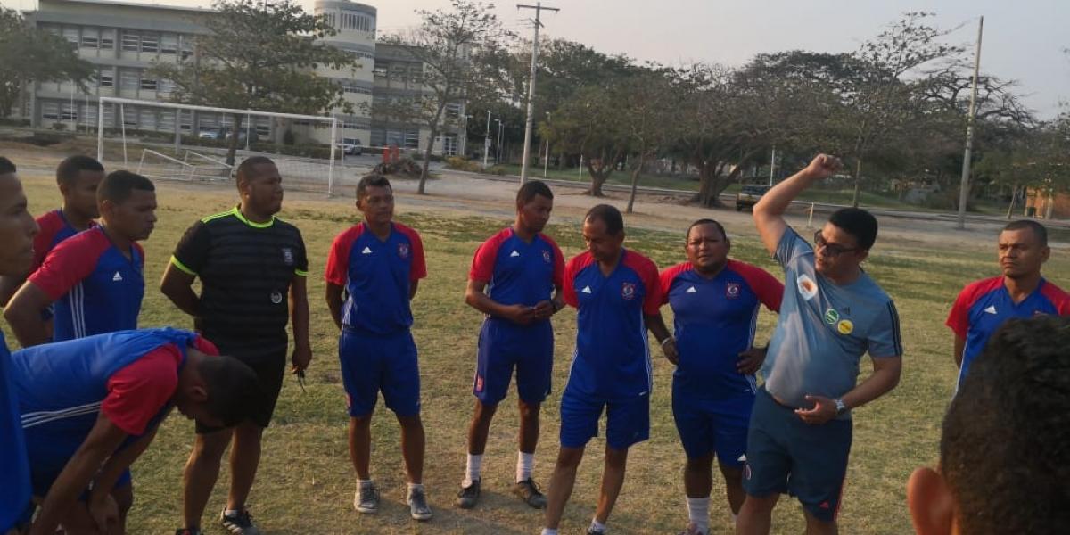 El objetivo del taller es que los participantes conozcan las nuevas modificaciones del reglamento del fútbol.