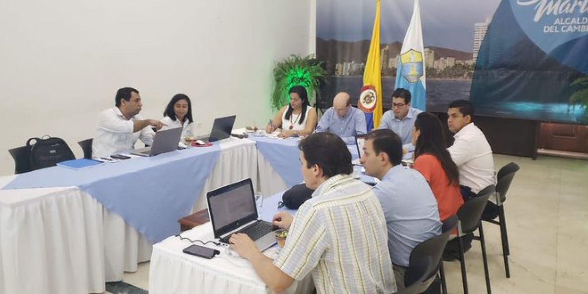 El viceministro de Agua, José Luis Acero, se reunió con distintas entidades.