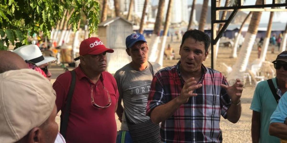Juan Carlos Palacio reunido con líderes en el Rodadero.