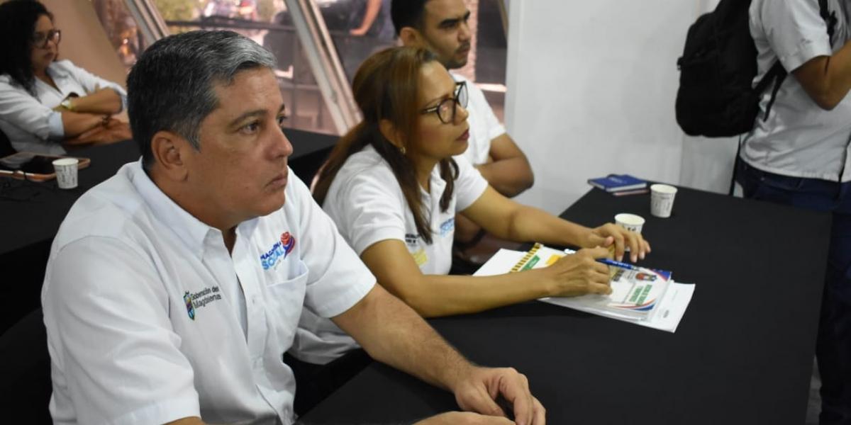 Gobernación del Magdalena suscribió un acuerdo para mejorar la competitividad del transporte de carga del Departamento.