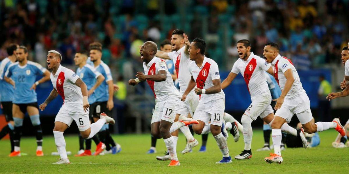 Los peruanos fueron efectivos desde los 11 metros y dejaron por fuera a un candidato al título.