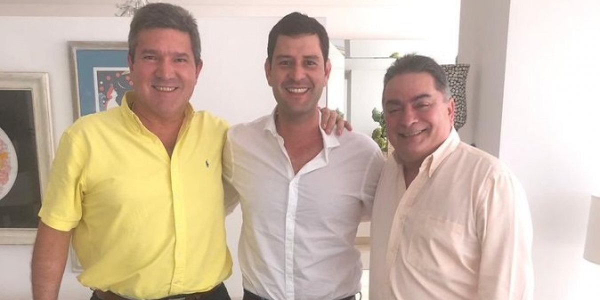 Eduardo Díaz Granados (izq), el Mello Luis Miguel Cotes (centro) y el congresista Hernando Guida (der), reunidos el pasado viernes.