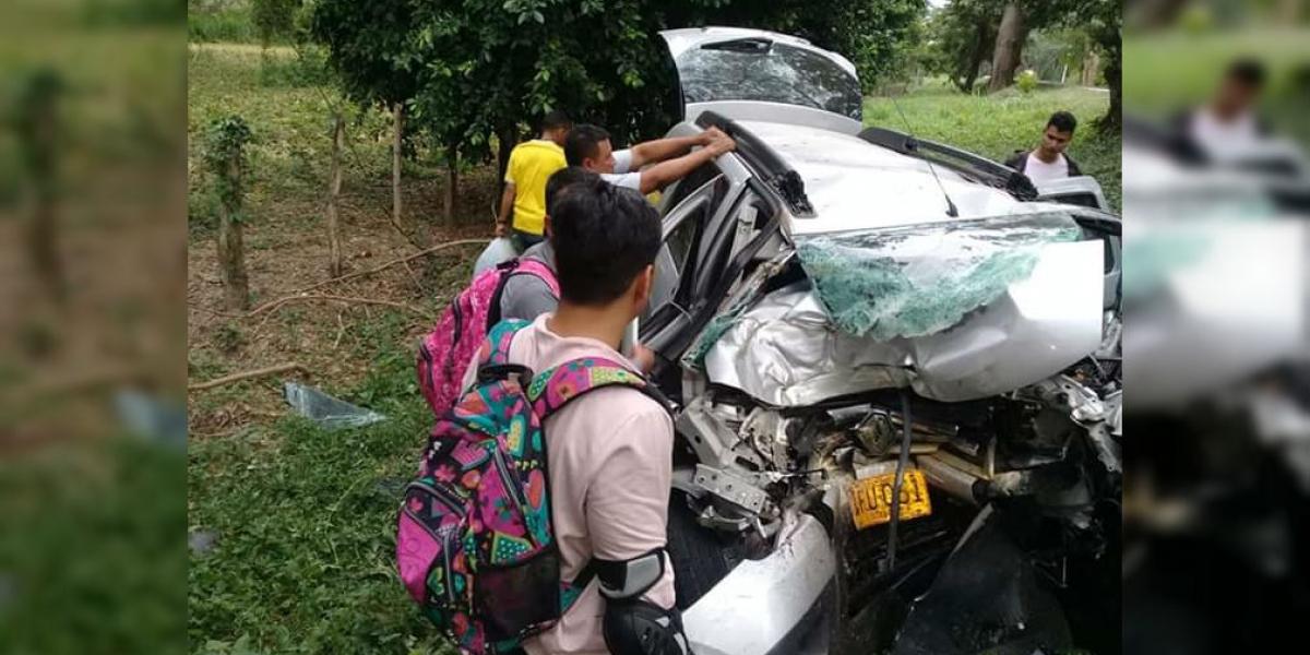 Totalmente destruido quedó el vehículo Duster tras el accidente.