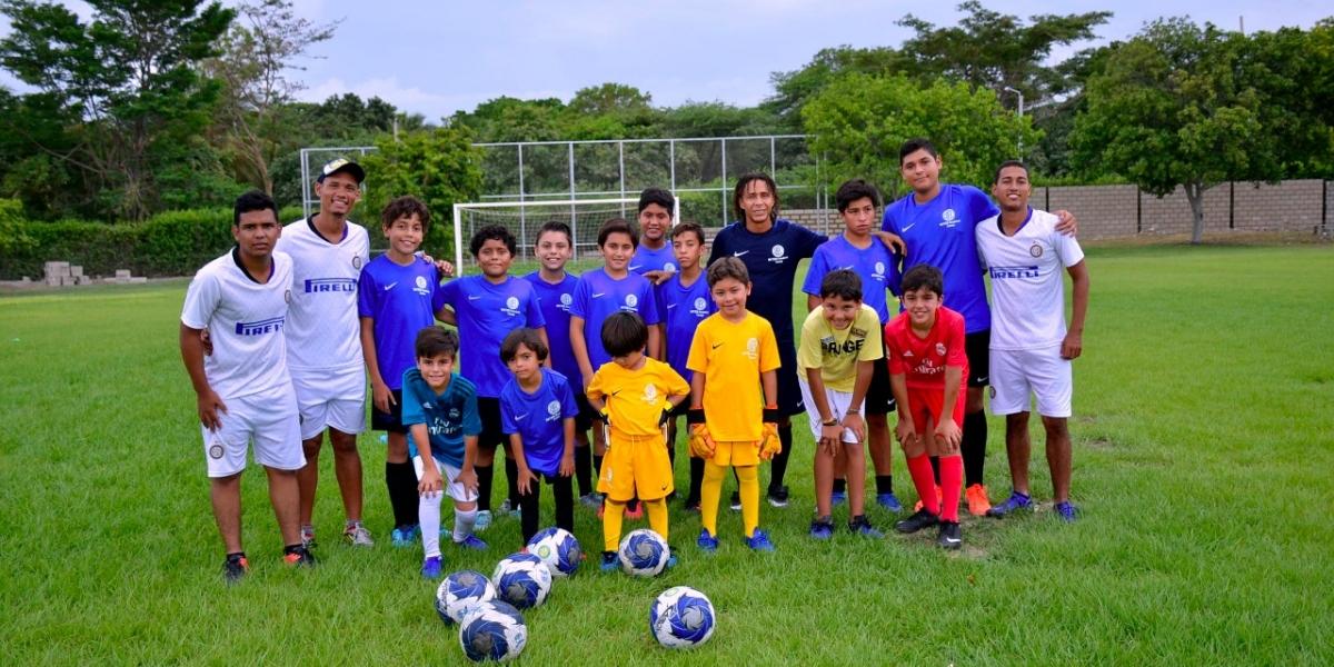 Escuela de fútbol de la Sergio Aboleda para disfrute de niños samarios