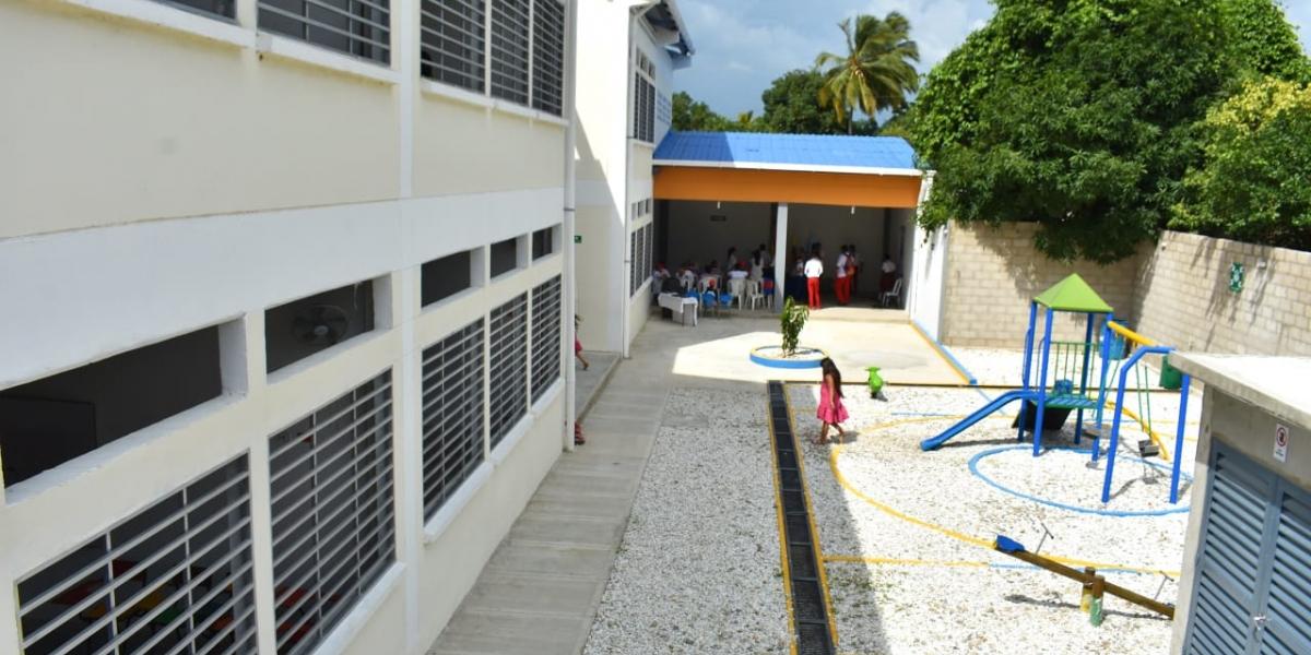 En educación, recientemente realizó una 'entregatón' de colegios en el Magdalena.