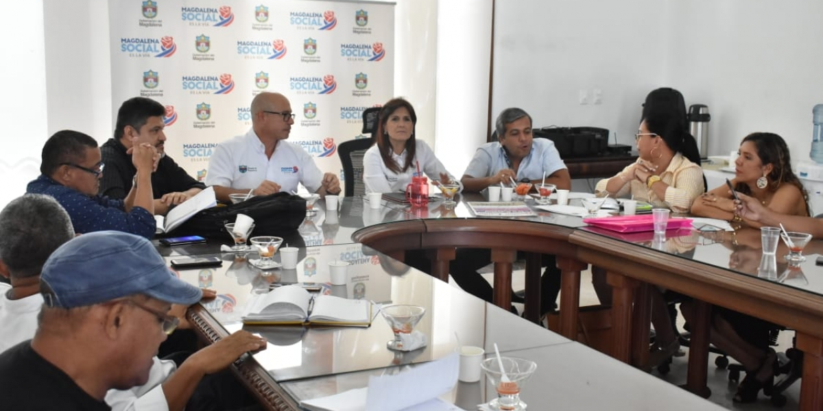 Rosa Cotes lideró mesa de trabajo con el Sindicato de Educadores de Magdalena.