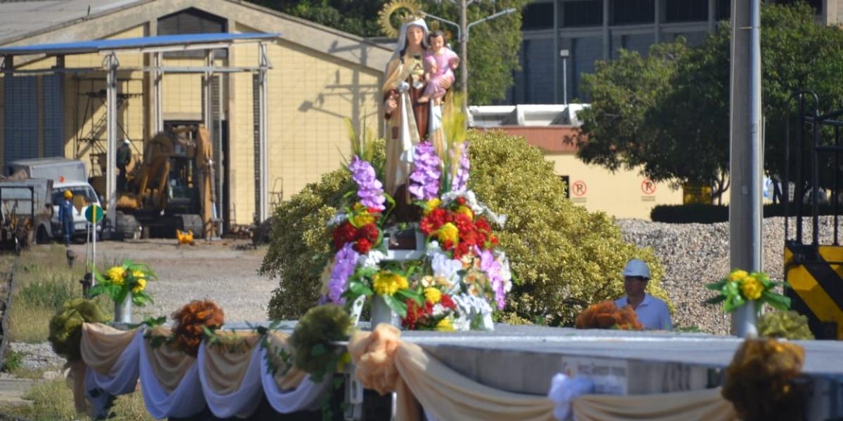 La imagen de la Virgen del Carmen se movilizó en un tren.