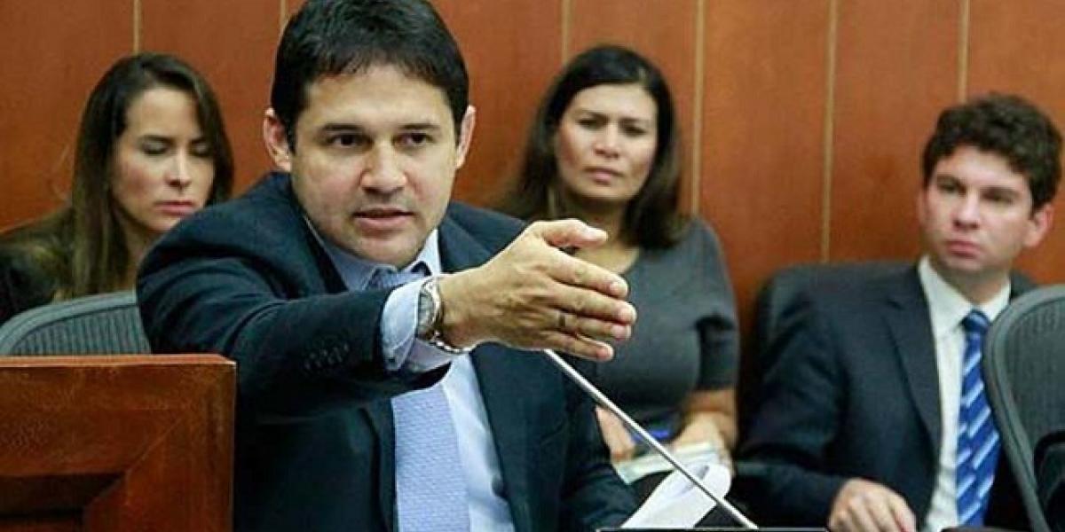 El senador Honorio Henríquez es del Centro Democrático.