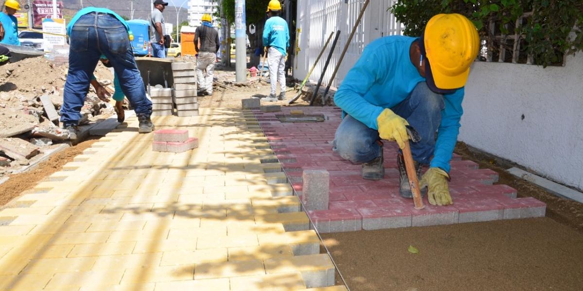 Obras de rehabilitación de la avenida de El Río.