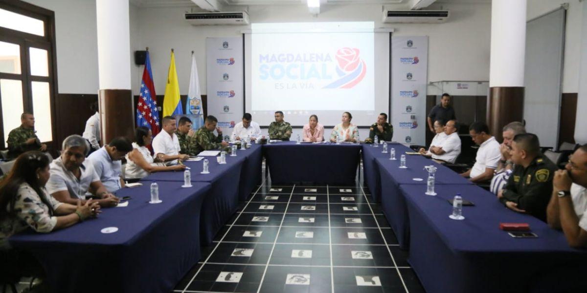 Durante el encuentro se trataron temas de seguridad y convivencia como los son las amenazas a 15 líderes sociales en municipios de alerta temprana en el Departamento.