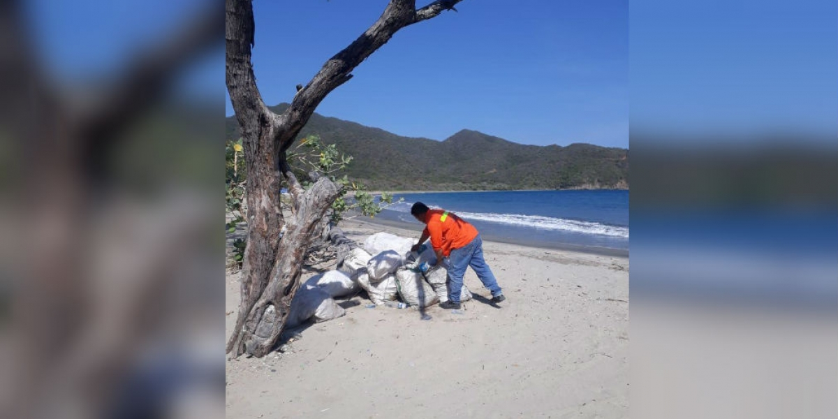 Limpieza en playa de Neguanje