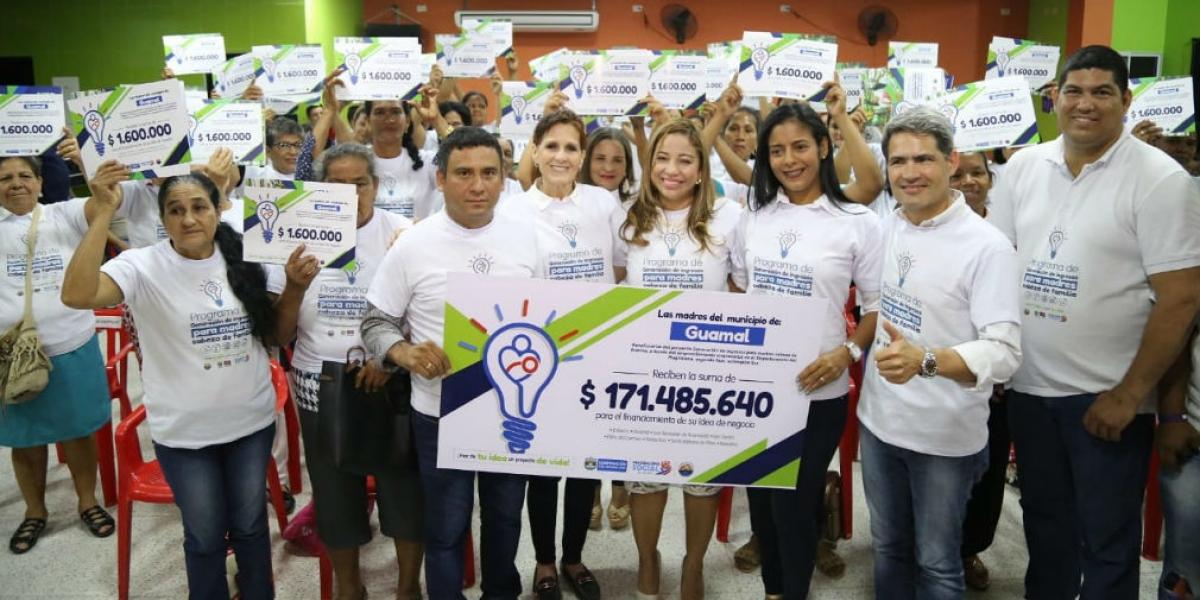 Entrega de recursos a madres del municipio de Guamal.