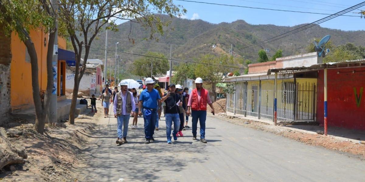 El alcalde Rafael Martínez realizó un recorrido por Taganga.