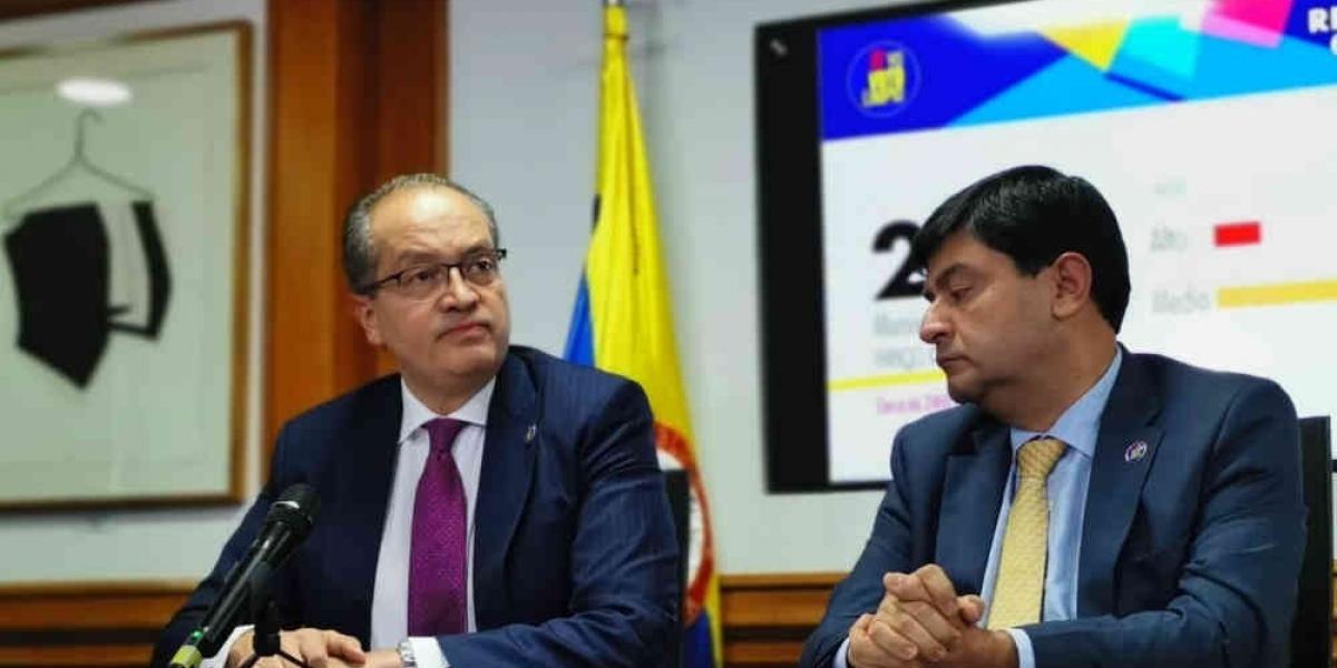 El procurador General de la Nación, Fernando Carrillo Flórez, denunció irregularidades.