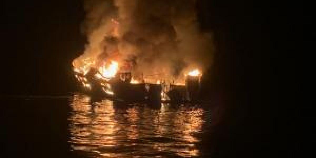 Decenas de desaparecidos en el incendio de un barco en California