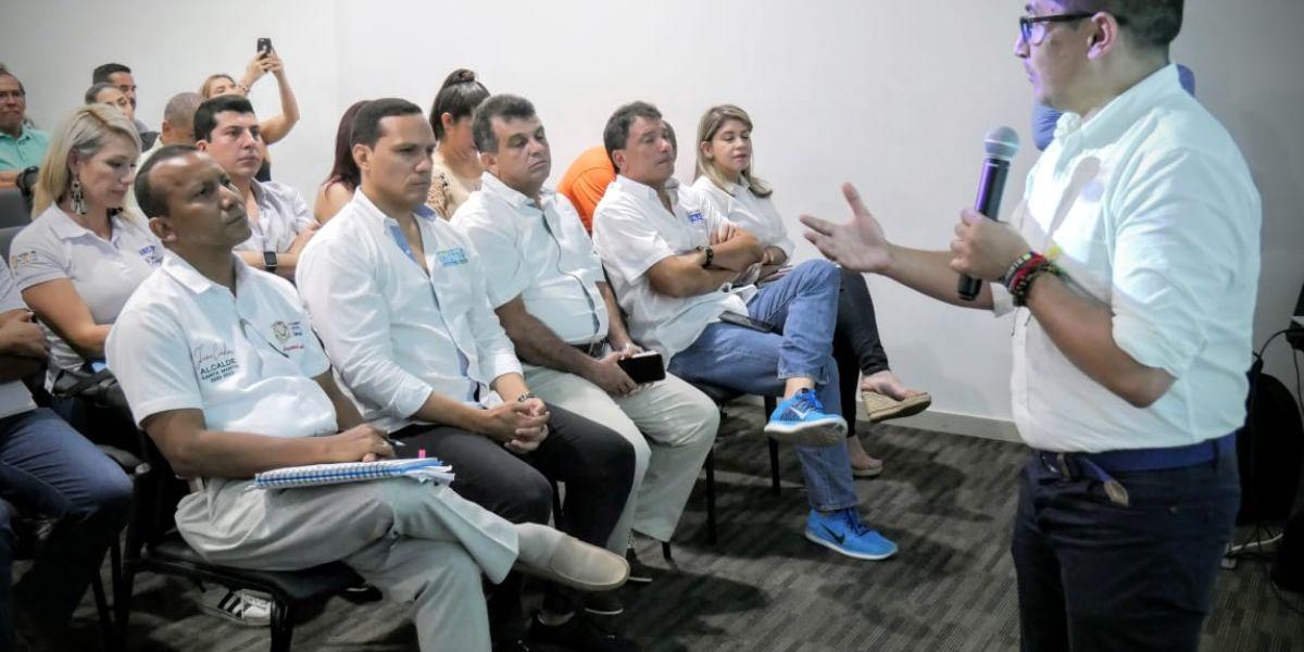 Los cinco candidatos asistieron a la socialización.