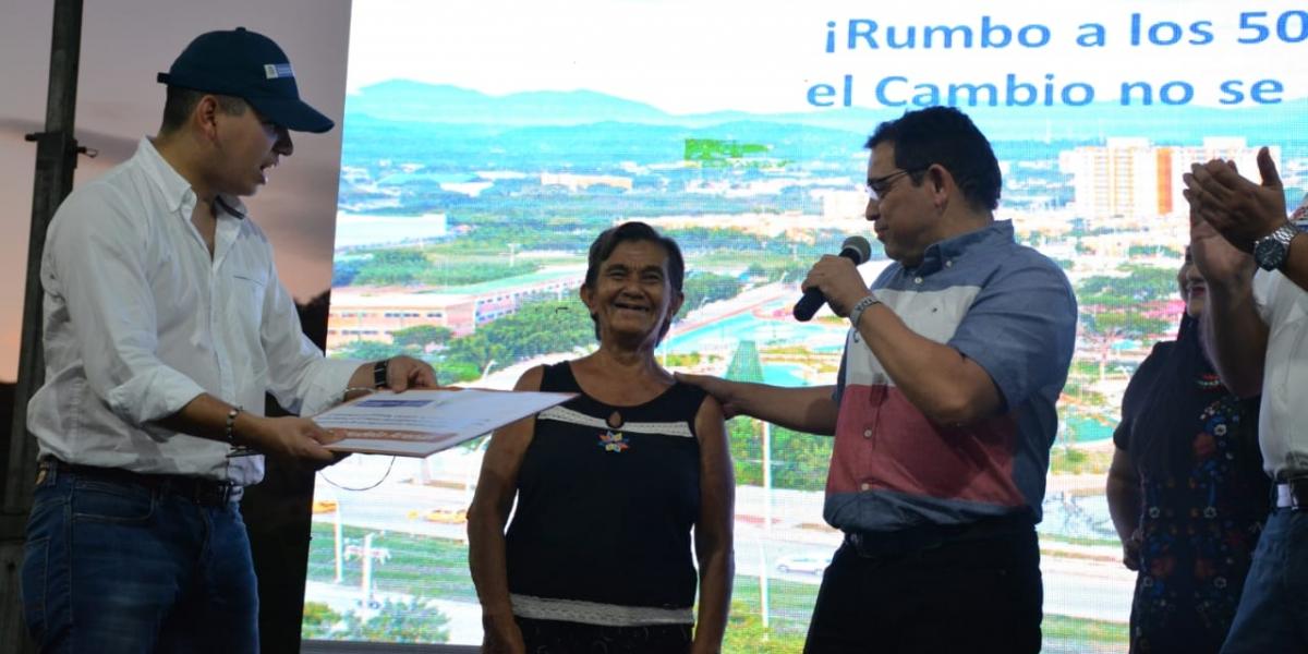 El ministro de Vivienda y el Alcalde entregaron los tres primeros subsidios de este programa en Santa Marta.