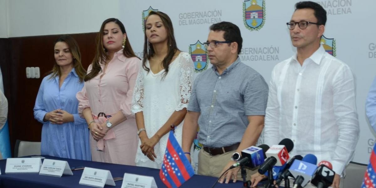 Rafael Martínez, al lado de Carlos Caicedo durante el anuncio del gabinete.