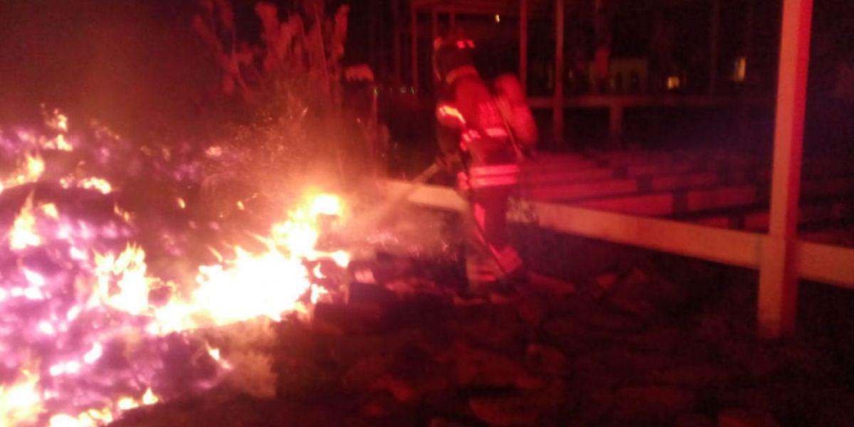 Un doble incendio se presentó a las afueras del CDI de Bonda.